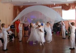 С Рождеством волшебным самым Поздравляют всех! Танец ангелов