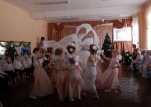 «Христос, Родился!» — радость в нашем сердце! И за окном снежинки - снова в пляс! Танец снежинок