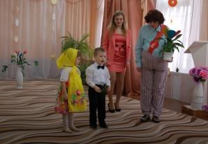 Хочу, чтоб к нам в нарядном платье Пришла сегодня кукла Катя.