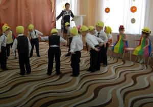 Танец «Петушки»