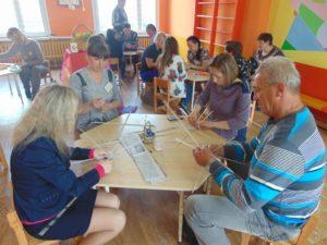 Мастер-класс проводит воспитатель дошкольного образования Новик Юлия Александровна