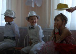 Наша шляпа узнает все секретики Миланы. /Я модница, я модница…/