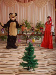 Маша - Зачем ты принес елку? Медведь – Как, зачем? Сами же кричали: «С Новым годом!» Ведущий - Так у нас же новый УЧЕБНЫЙ ГОД!