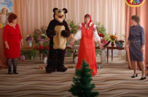 Медведь – Эх, Мороза не увижу… Как же мне не огорчаться? Летом я как раз не сплю, С ним хотел бы повстречаться.