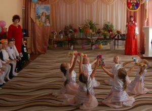 Танец с веночками