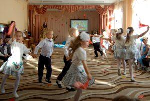 Танец «По малину в сад пойдем»