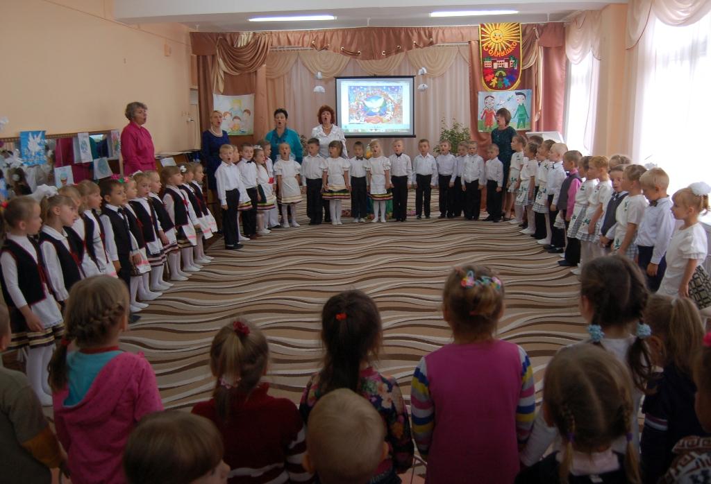 """Все вместе исполняем гимн детского сада """"Дорогою добра"""""""